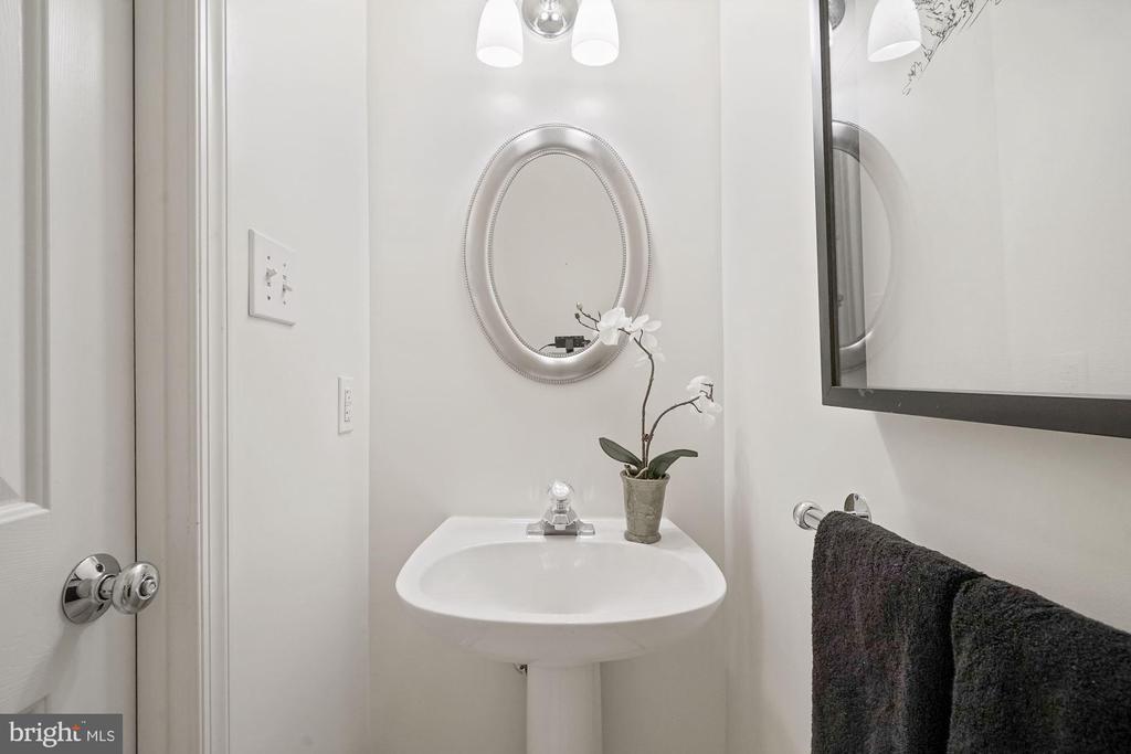 Half bath on lower level - 1174 N VERNON ST, ARLINGTON