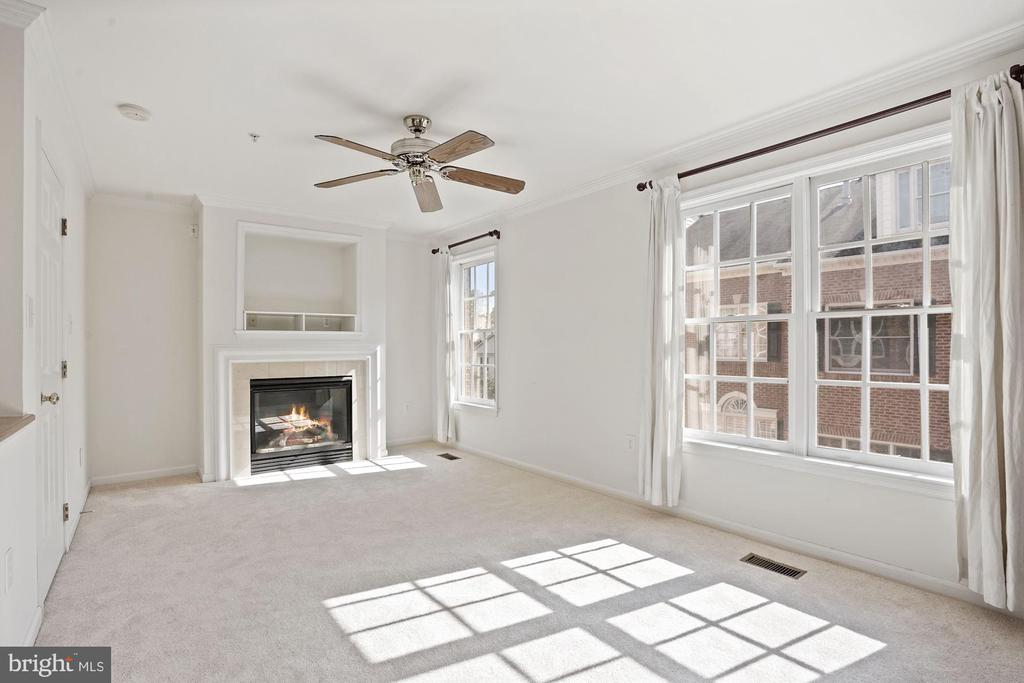 Master suite with a cozy fireplace - 1174 N VERNON ST, ARLINGTON