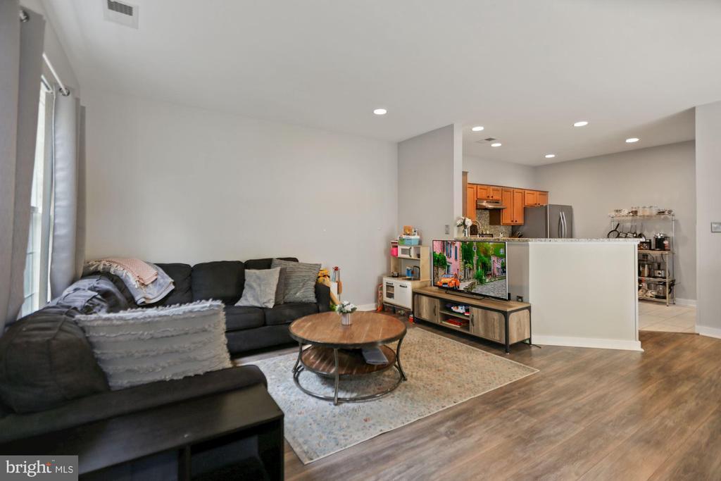 living room - 7700 DUNEIDEN LN, MANASSAS