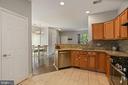 great kitchen for entertaining - 7700 DUNEIDEN LN, MANASSAS