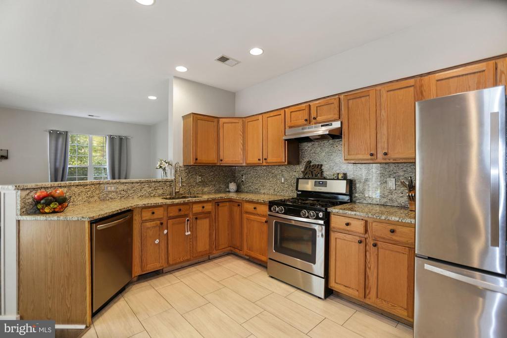 kitchen with stainless steel appliances - 7700 DUNEIDEN LN, MANASSAS