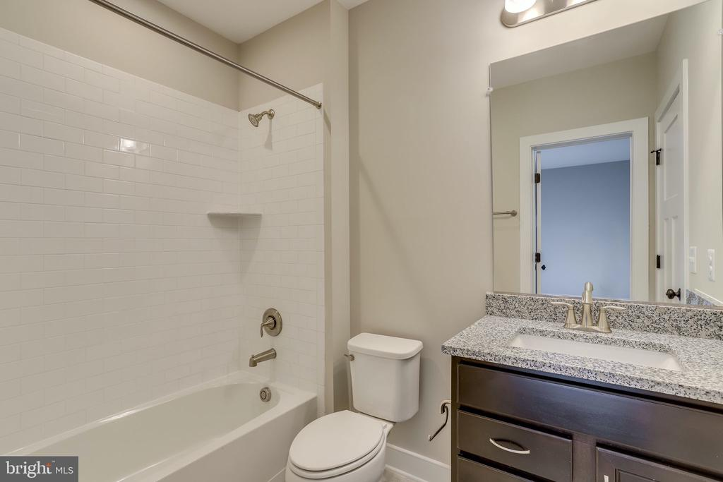 With ensuite bathroom - 224 N NELSON ST, ARLINGTON