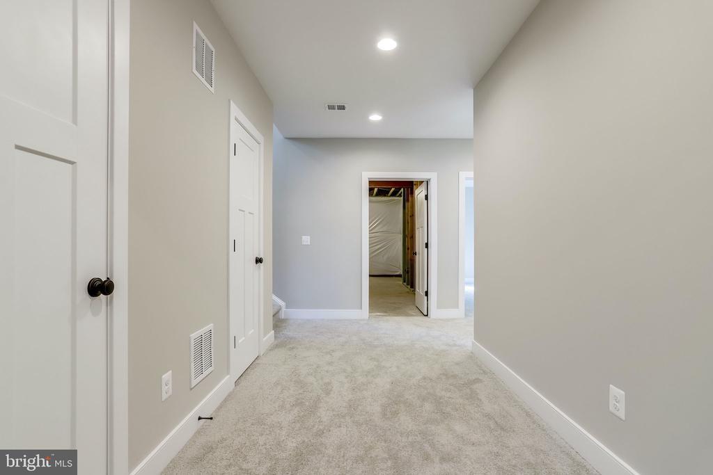 Oversized hallways - 224 N NELSON ST, ARLINGTON