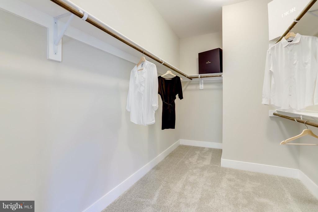 Her closet - 224 N NELSON ST, ARLINGTON