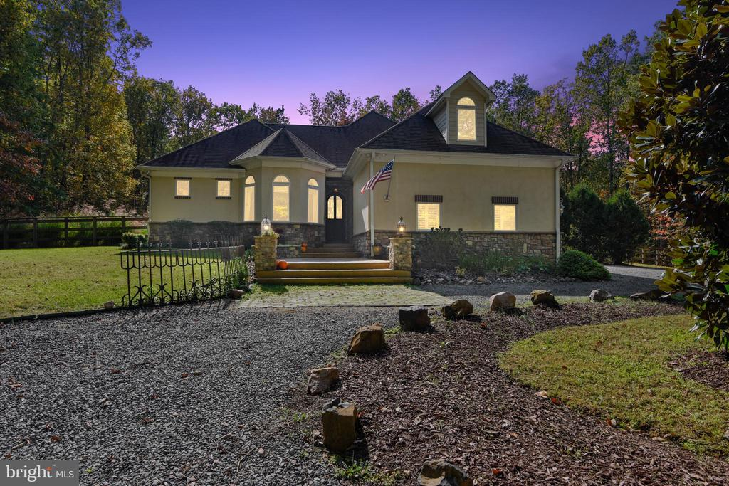 Gorgeous at Nightime - 20448 OATLANDS CHASE PL, LEESBURG
