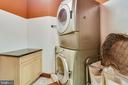 Laundry plus sink and folding table - 20448 OATLANDS CHASE PL, LEESBURG