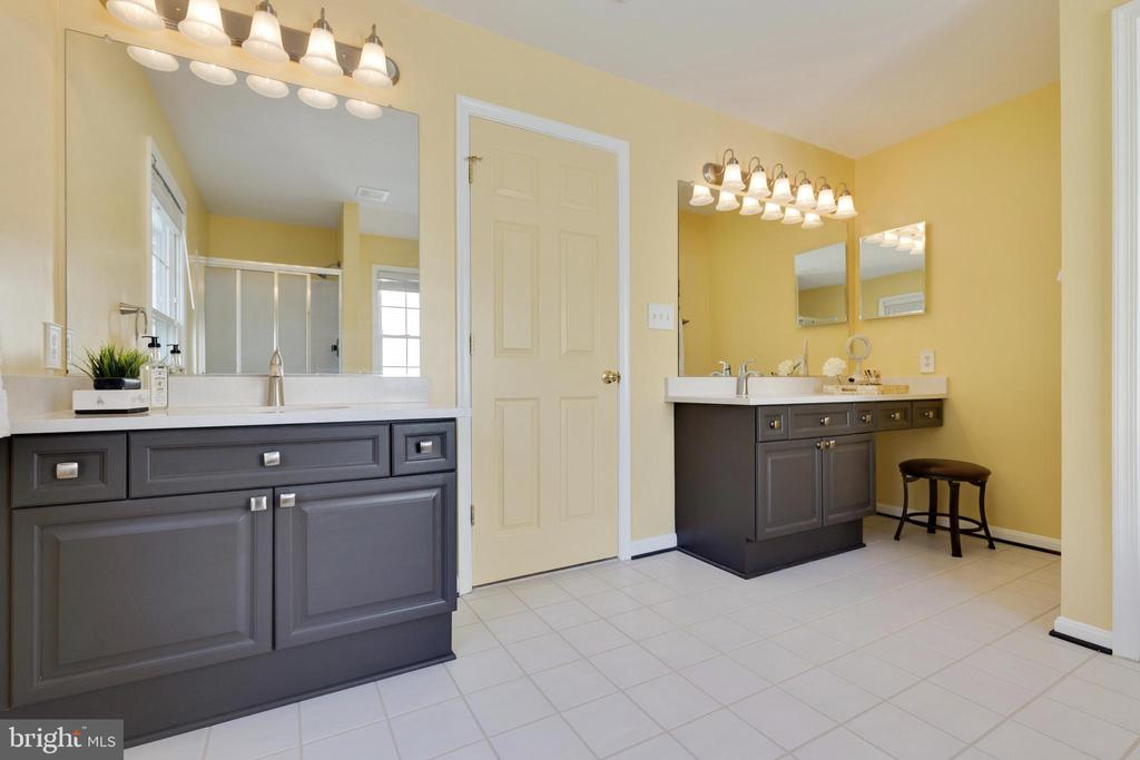 Primary Suite Dual Vanities and Separate Shower - 48 BOULDER DR, STAFFORD
