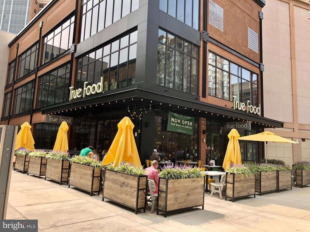 Trendy restaurants - 1174 N VERNON ST, ARLINGTON