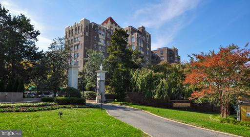 4000 CATHEDRAL AVE NW #218B