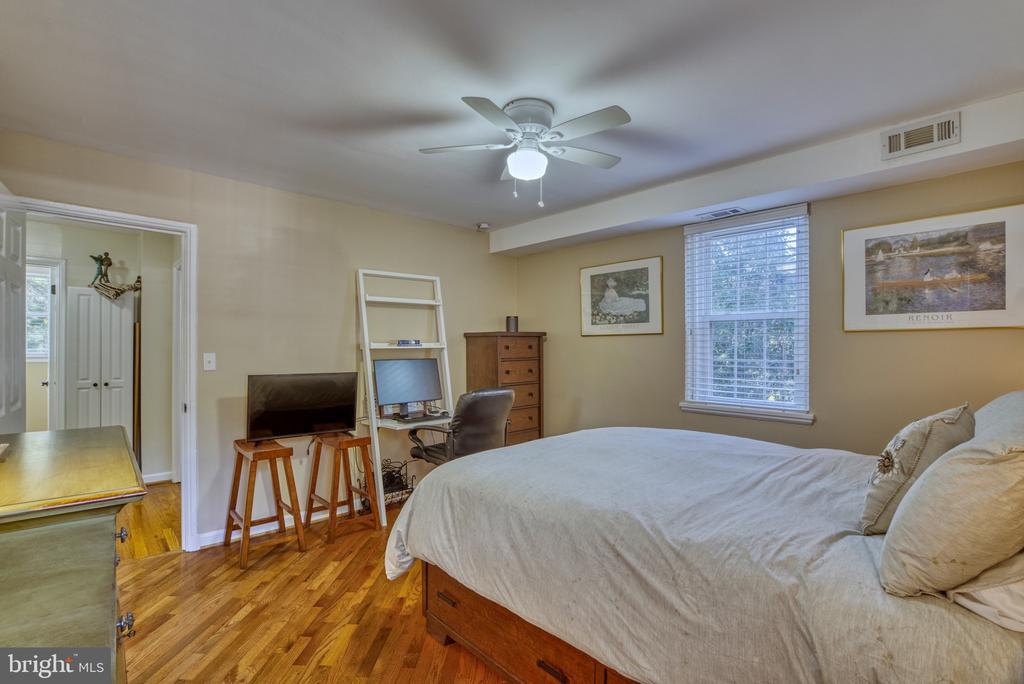 Large master bedroom--ample light - 4819 27TH RD S #2503, ARLINGTON