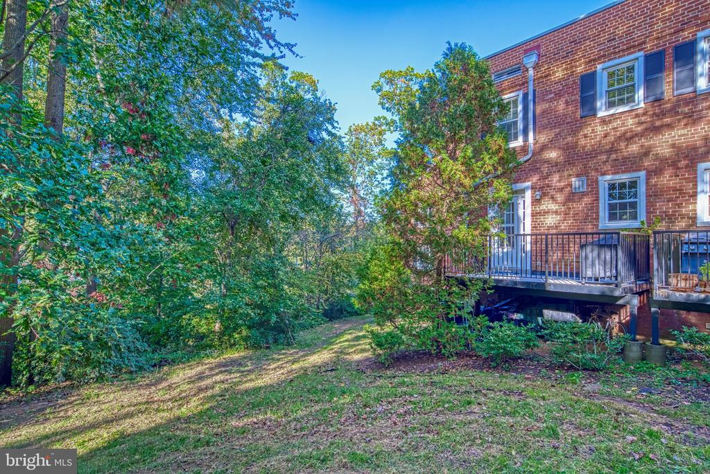 Large grassy areas all around! - 4819 27TH RD S #2503, ARLINGTON