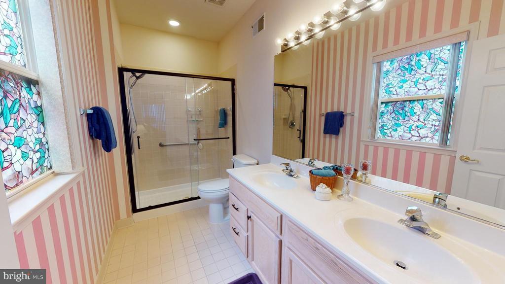 Master bathroom - 4 BLUEFIELD LN, FREDERICKSBURG