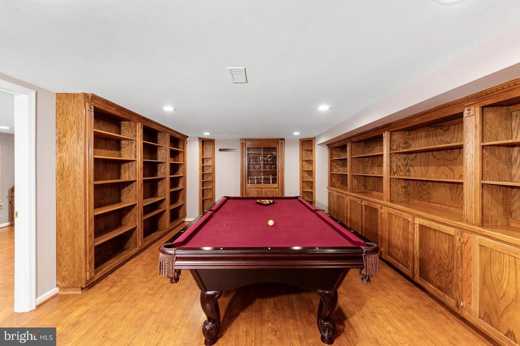 Basement Entertainment Room - 20588 TANGLEWOOD WAY, STERLING