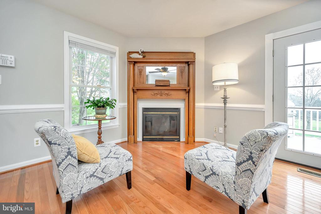 Sit and relax enjoy the fireplace & views - 20 VAN HORN LN, STAFFORD