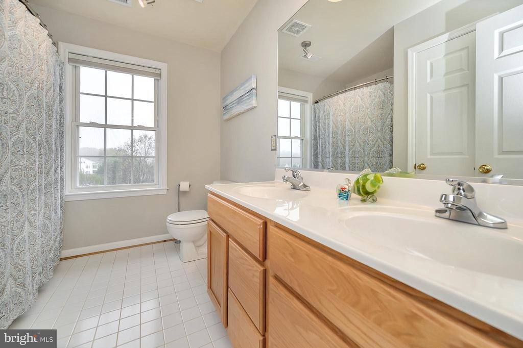 Hall full bath with window & its own linen closet - 20 VAN HORN LN, STAFFORD