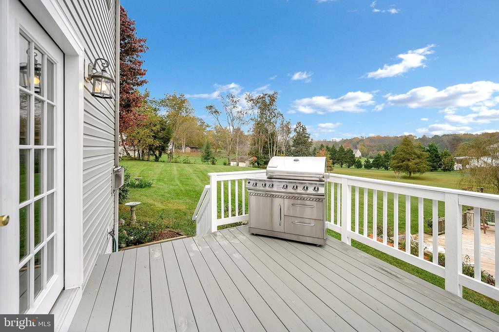 Two separate areas on your back deck - 20 VAN HORN LN, STAFFORD