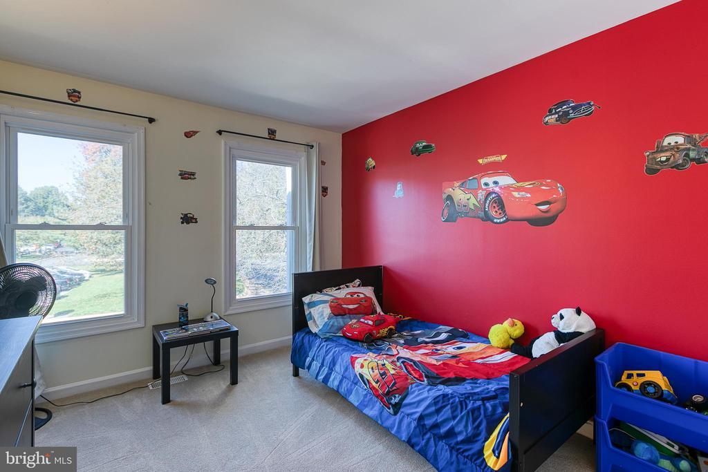 Spacious Bedroom 2 - 3608 EAGLE ROCK CT, WOODBRIDGE