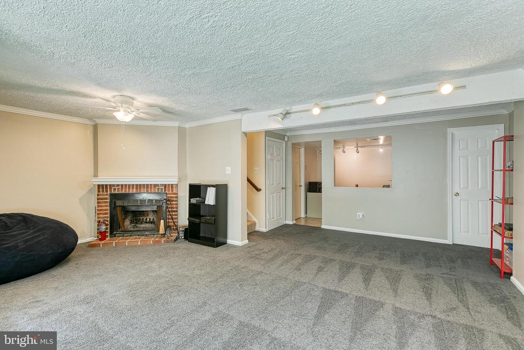 Rec room with view into hobby room - 3608 EAGLE ROCK CT, WOODBRIDGE