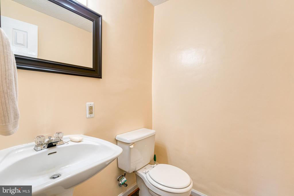 Half bathroom - 3608 EAGLE ROCK CT, WOODBRIDGE
