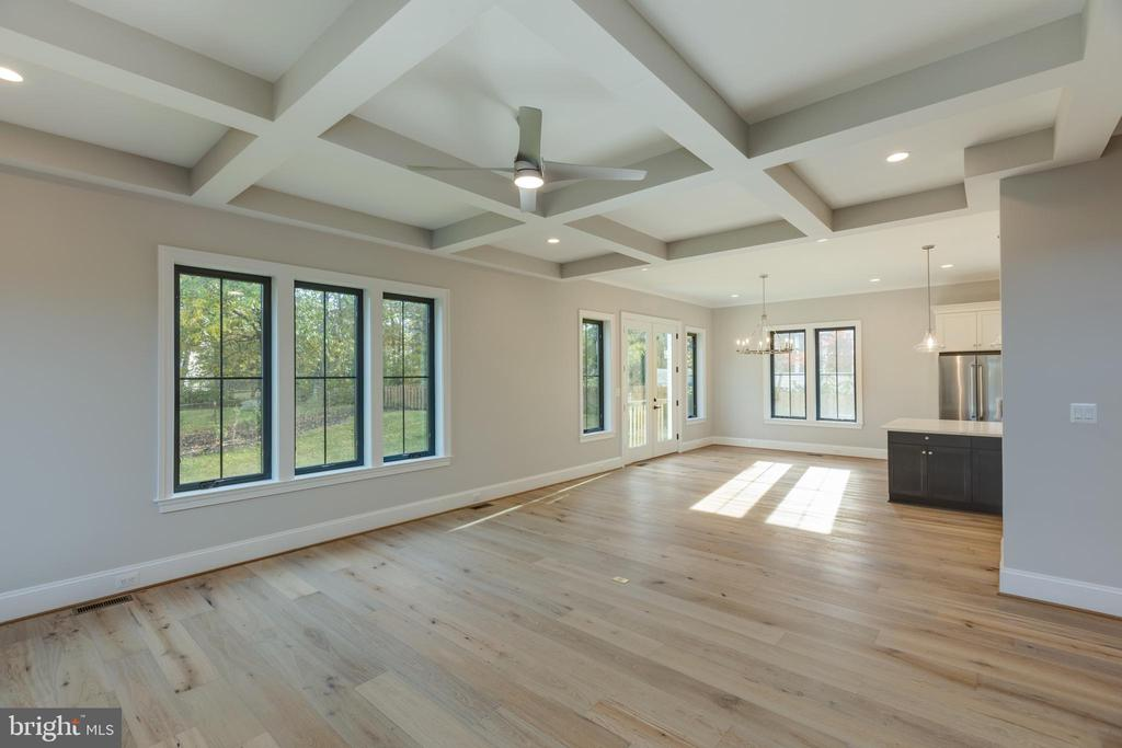 Coffered Ceilings - 7401 TOWER ST, FALLS CHURCH