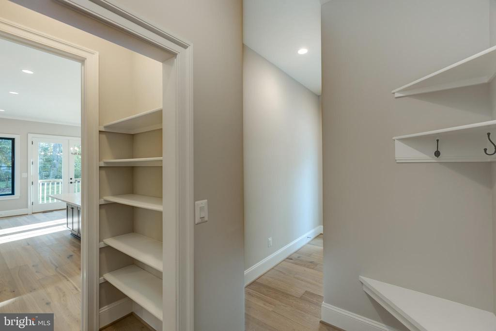 Mudroom - 7401 TOWER ST, FALLS CHURCH