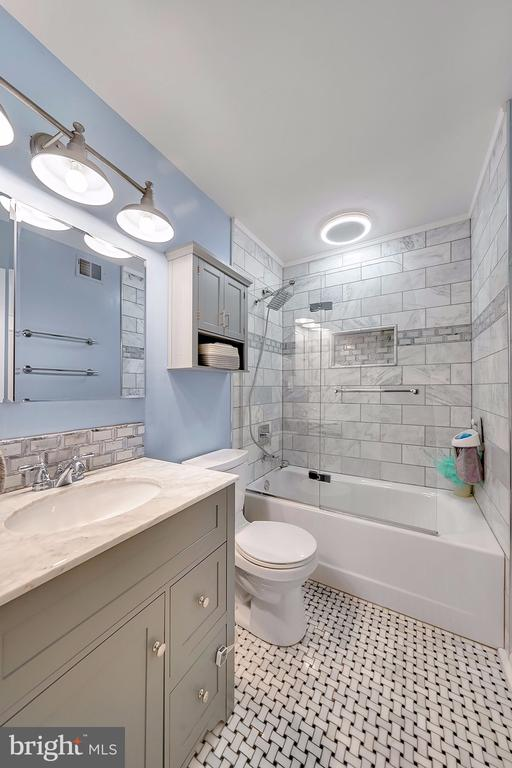 Fully Renovated Secondary Full Bath! - 1168 N VERMONT ST, ARLINGTON
