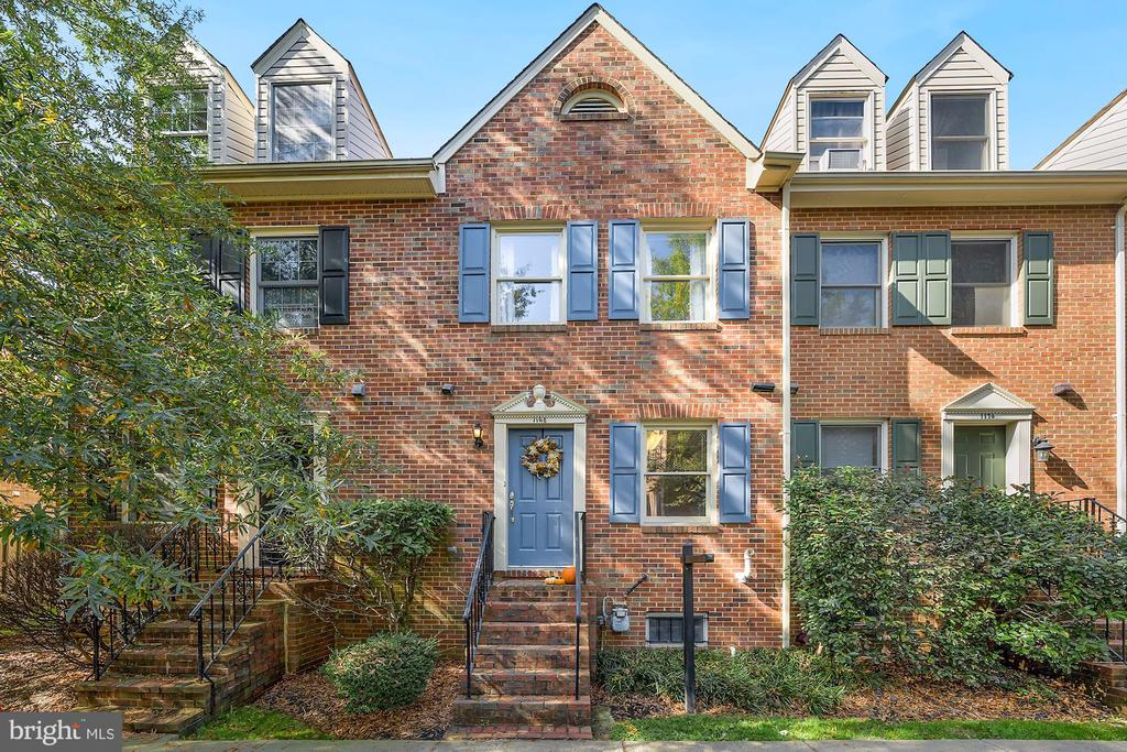 All Brick Townhome in the heart of Ballston! - 1168 N VERMONT ST, ARLINGTON