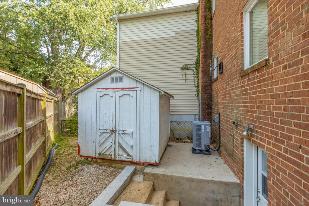 Large Storage Shed - 6947 N FOUR MILE RUN DR, ARLINGTON