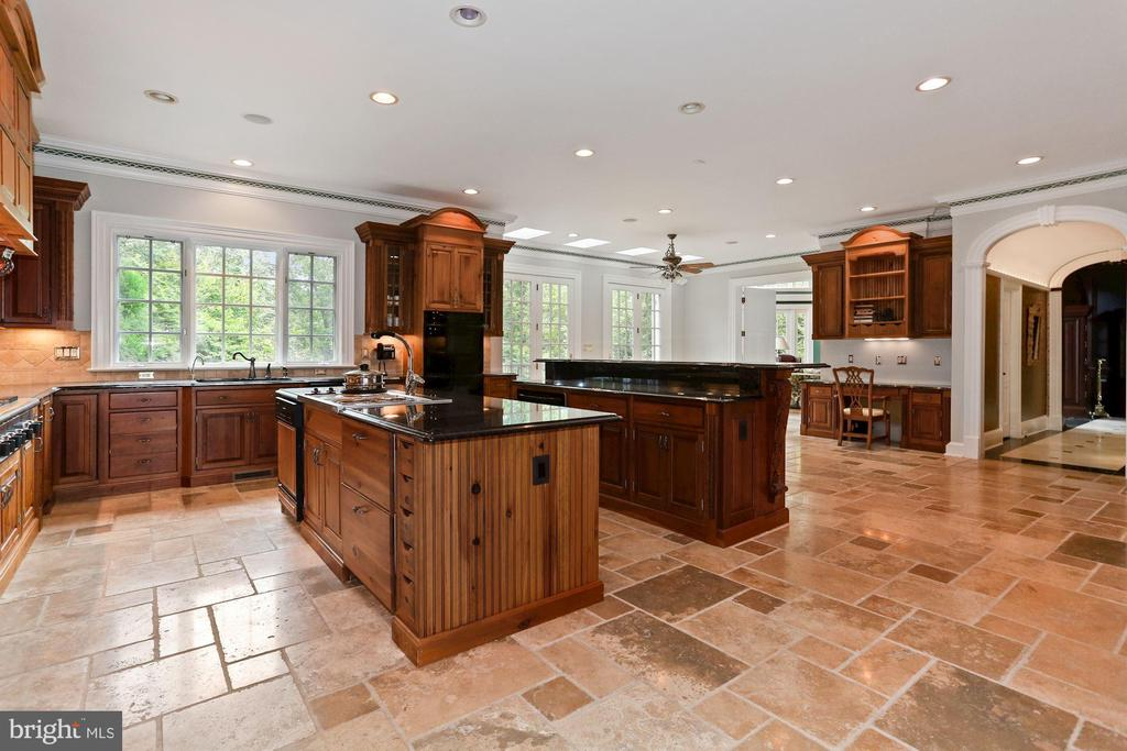 Beautiful wooded views in every direction - 7984 GEORGETOWN PIKE, MCLEAN
