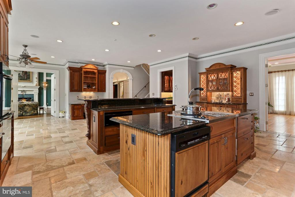 2 ovens, 3 dishwashers, warming drawer and more... - 7984 GEORGETOWN PIKE, MCLEAN
