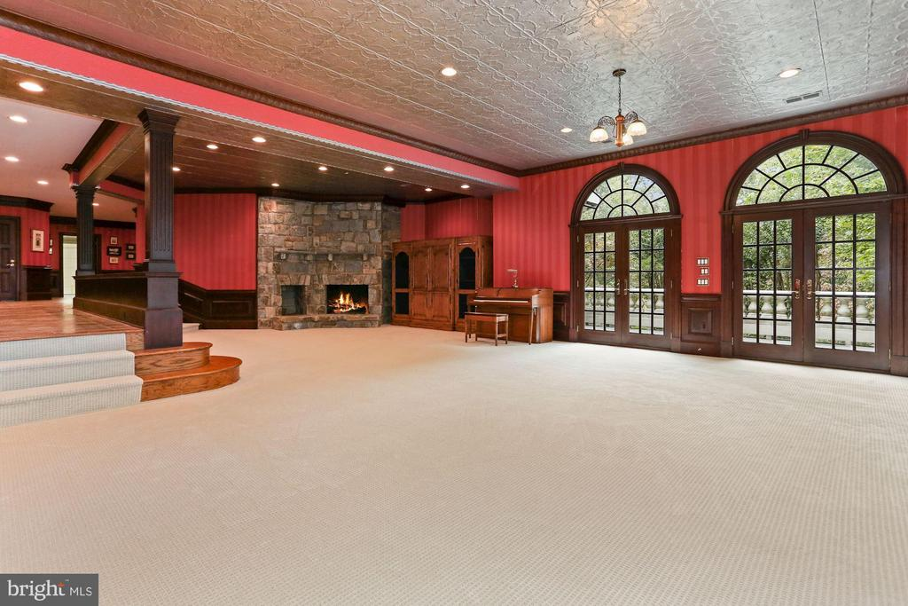Large recreation rm with fireplace and outdoor ac - 7984 GEORGETOWN PIKE, MCLEAN