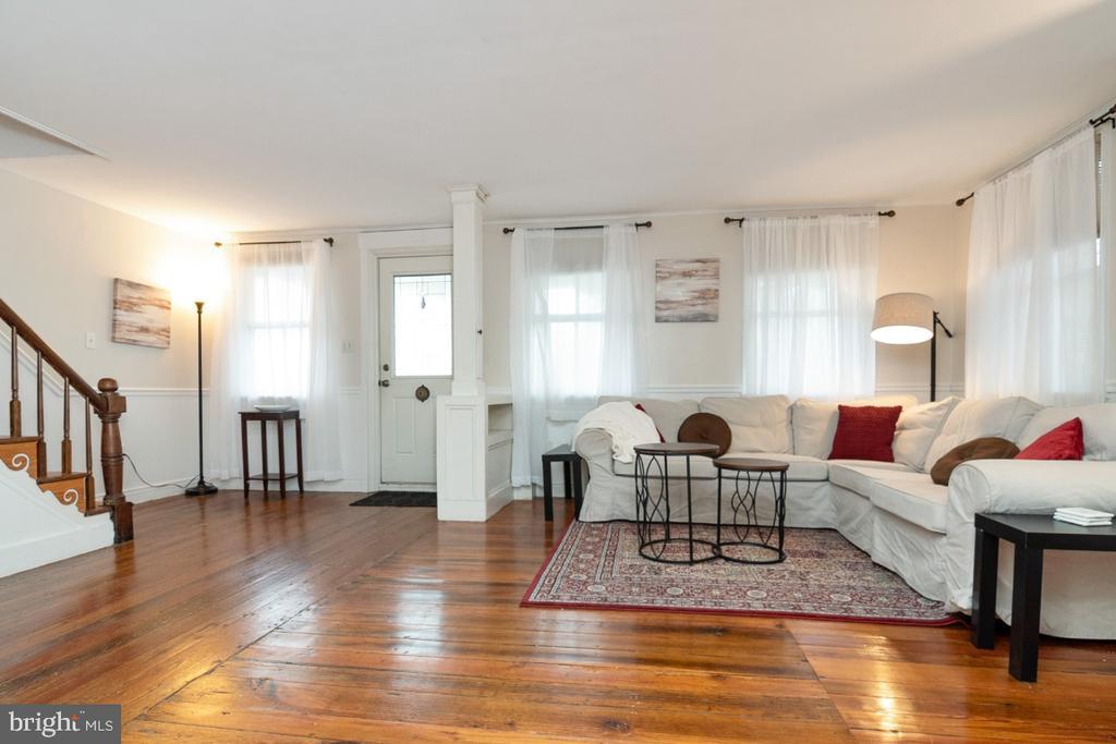 Living Room with built-ins - 3635 BUCKEYSTOWN PIKE, BUCKEYSTOWN