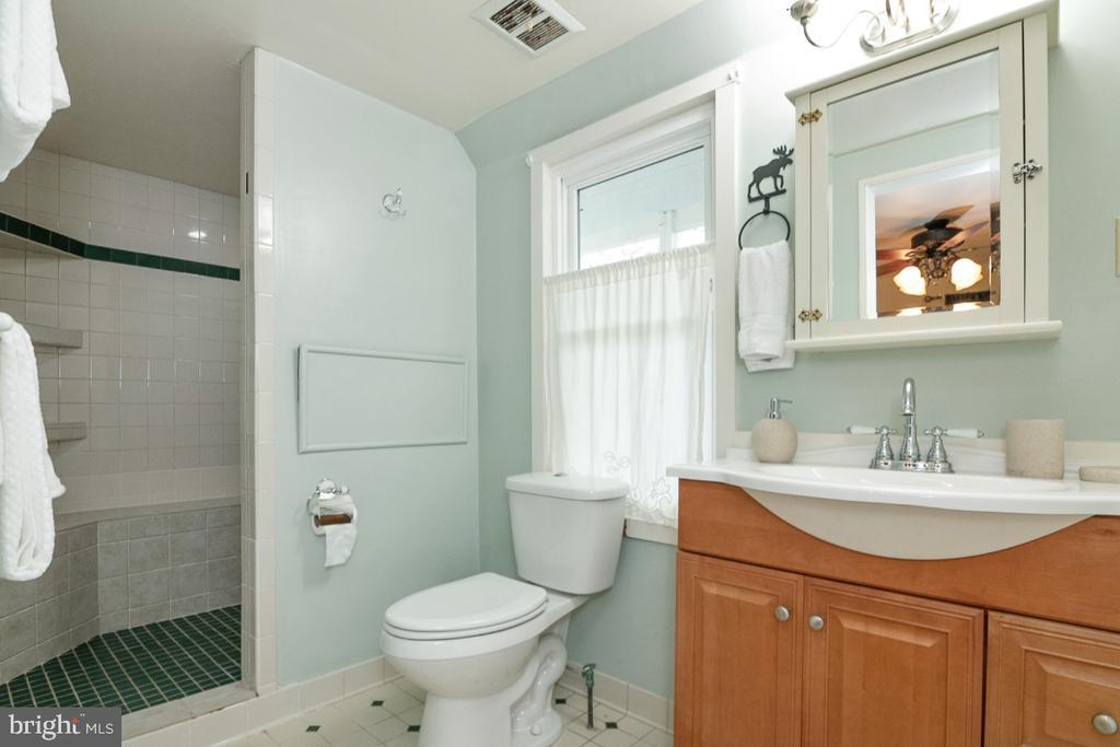 Upgraded Full Bath - 3635 BUCKEYSTOWN PIKE, BUCKEYSTOWN