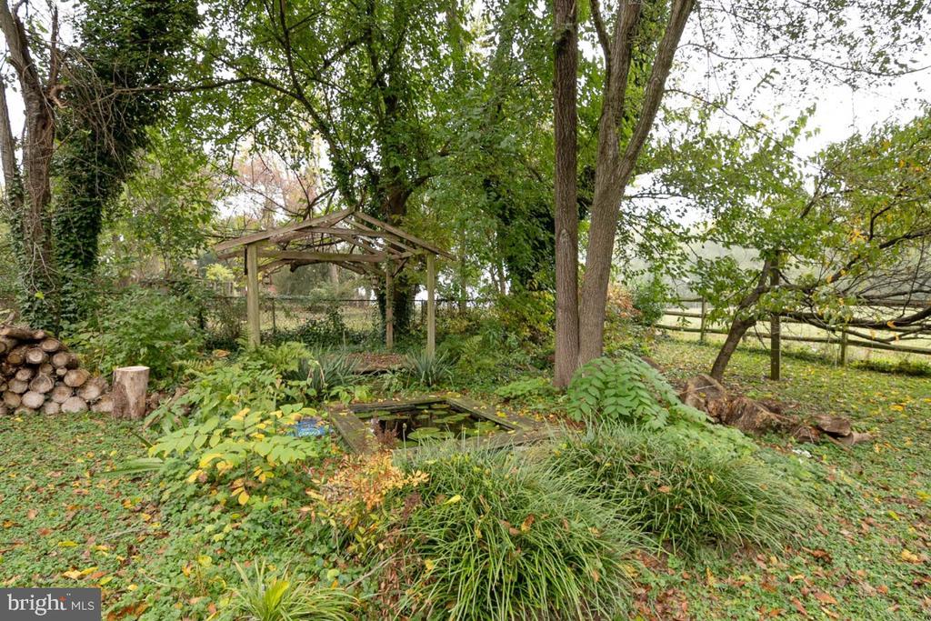 Yard and Garden - 3635 BUCKEYSTOWN PIKE, BUCKEYSTOWN