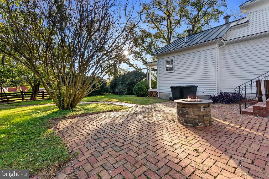 Rear Patio for entertainment - 7901 MELTON LN, SPOTSYLVANIA