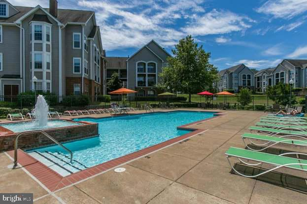 Community Pool - 46580 DRYSDALE TER #300, STERLING