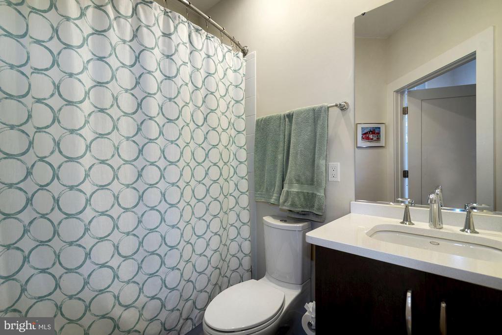 Hall Full Bathroom - 5204 WILLET BRIDGE CT, BETHESDA