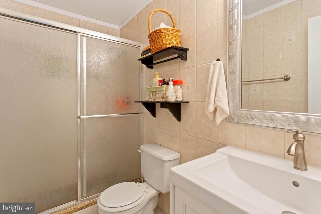 Master bedroom bathroom - 55 MILLARD CT, STERLING
