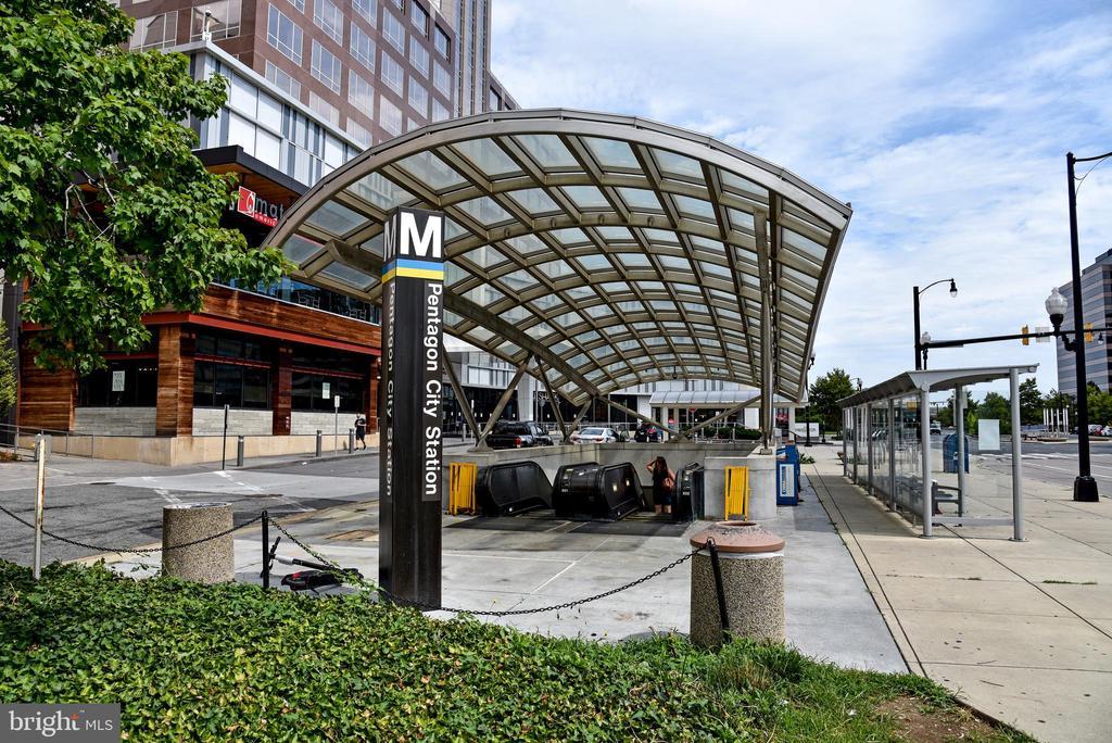 Metro! - 1600 S BARTON ST #747, ARLINGTON