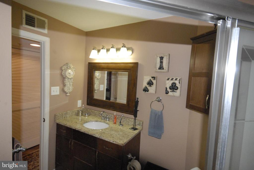 Second full bathroom - 46580 DRYSDALE TER #300, STERLING