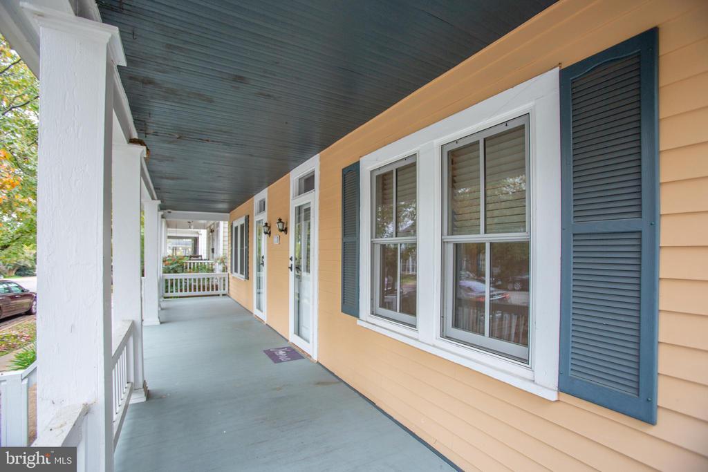 Nice front porch - 313 WOLFE ST, FREDERICKSBURG