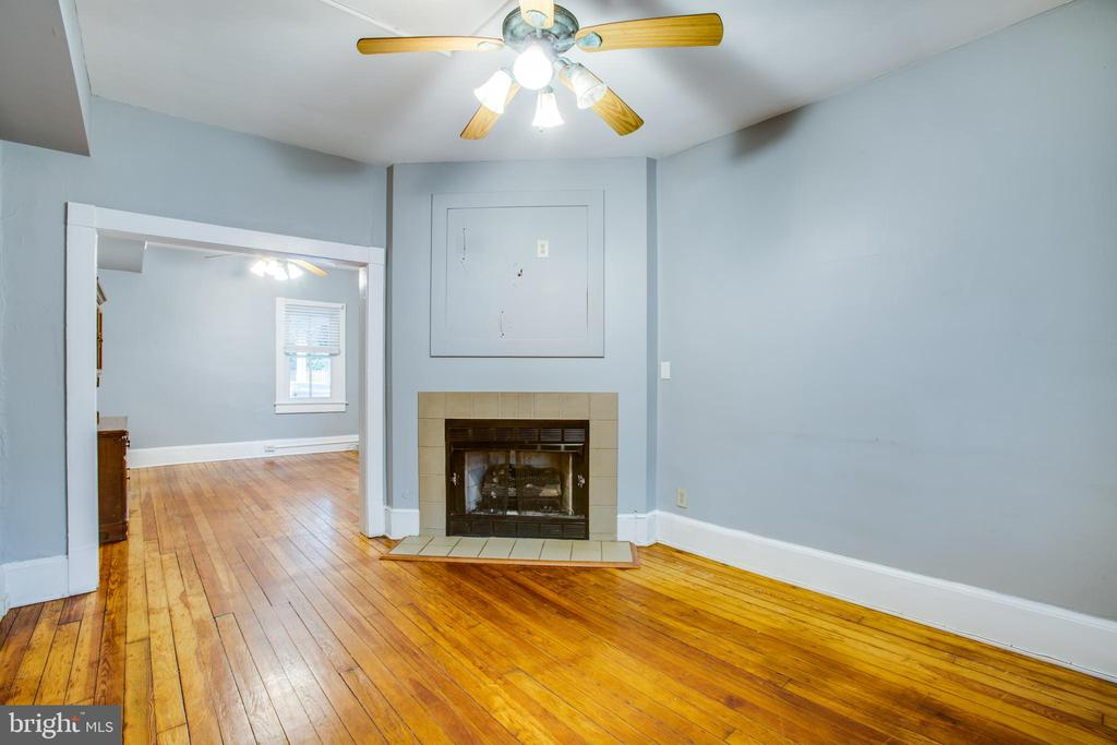 Right side living room w/gas fireplace - 313 WOLFE ST, FREDERICKSBURG