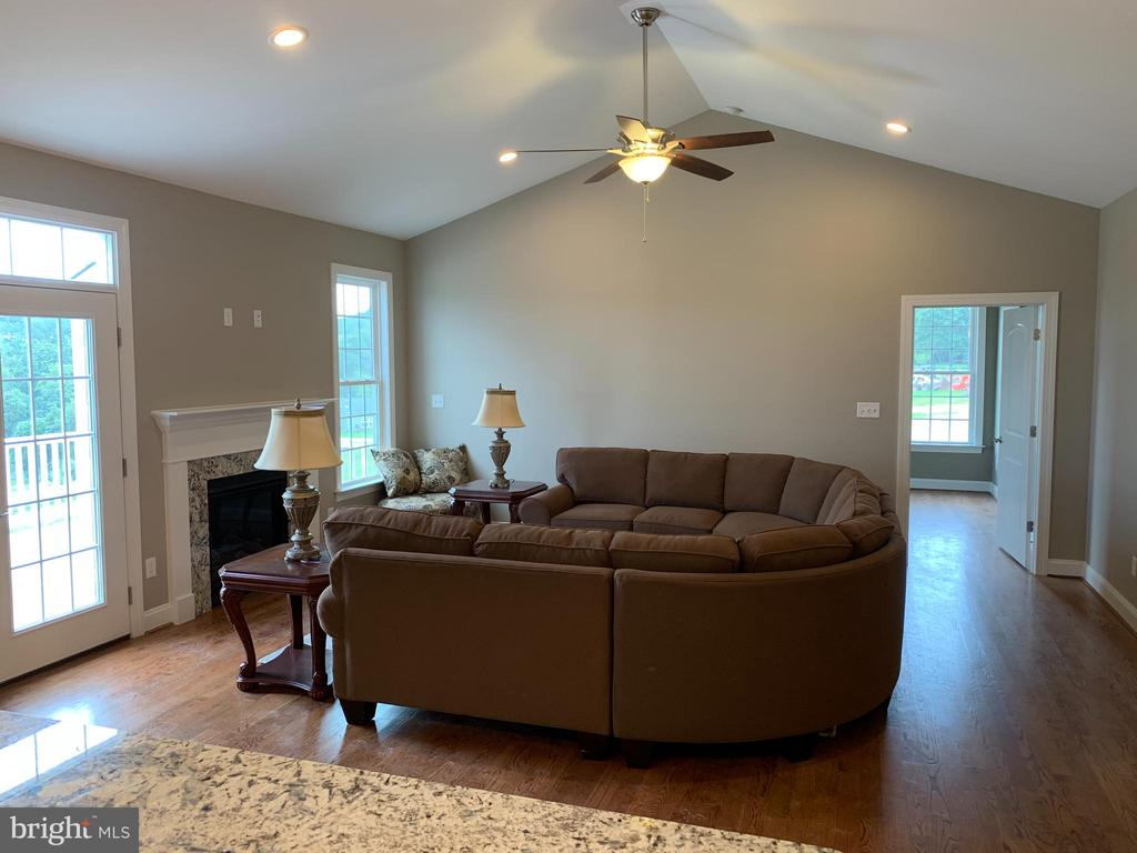 Ex. Great Room - C-30 CREOLA DR, WINCHESTER