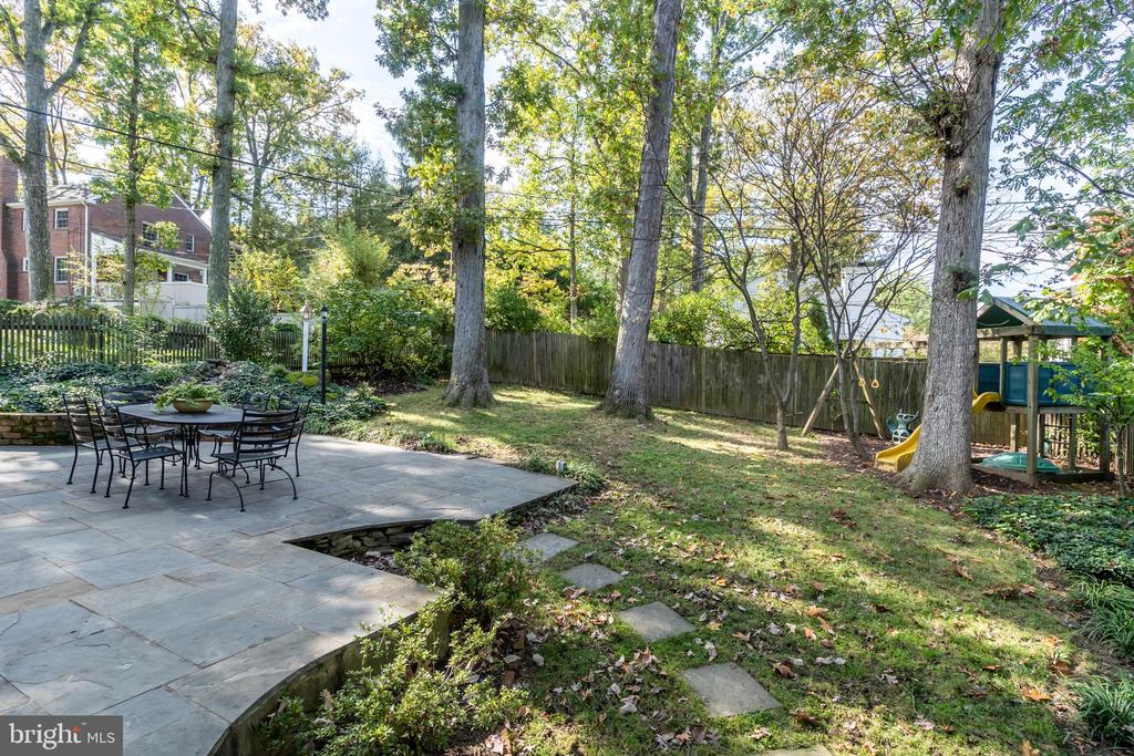 Flat yard is great for games, play and dog play - 3502 HALCYON DR, ALEXANDRIA