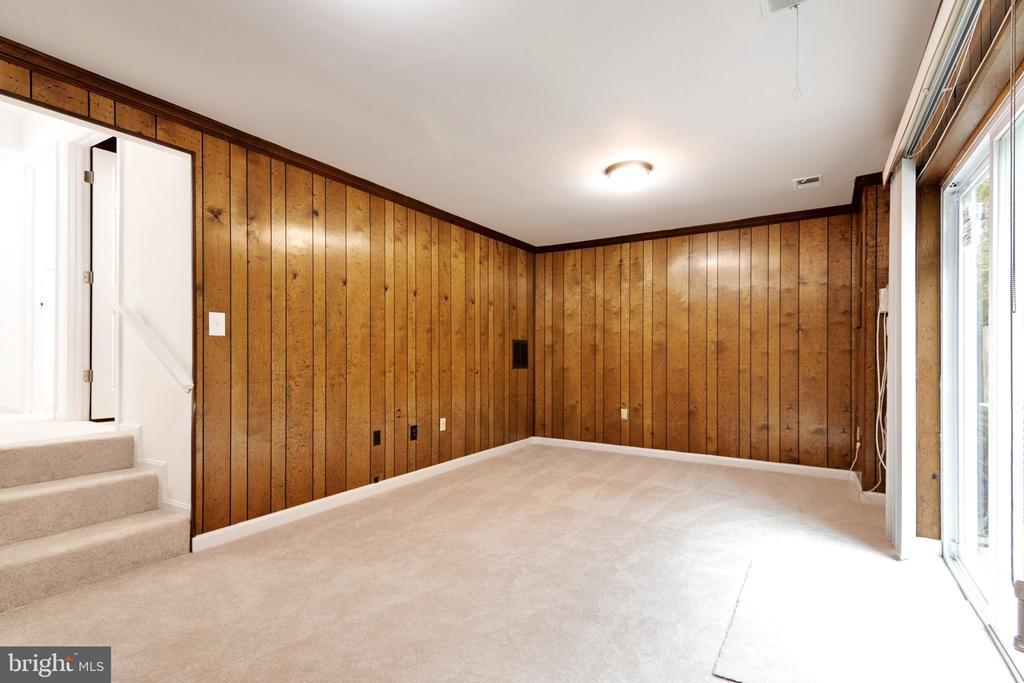 Family Room - New Carpet - 6304 TEAKWOOD CT, BURKE