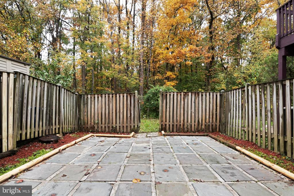 Large fenced Backyard - 6304 TEAKWOOD CT, BURKE