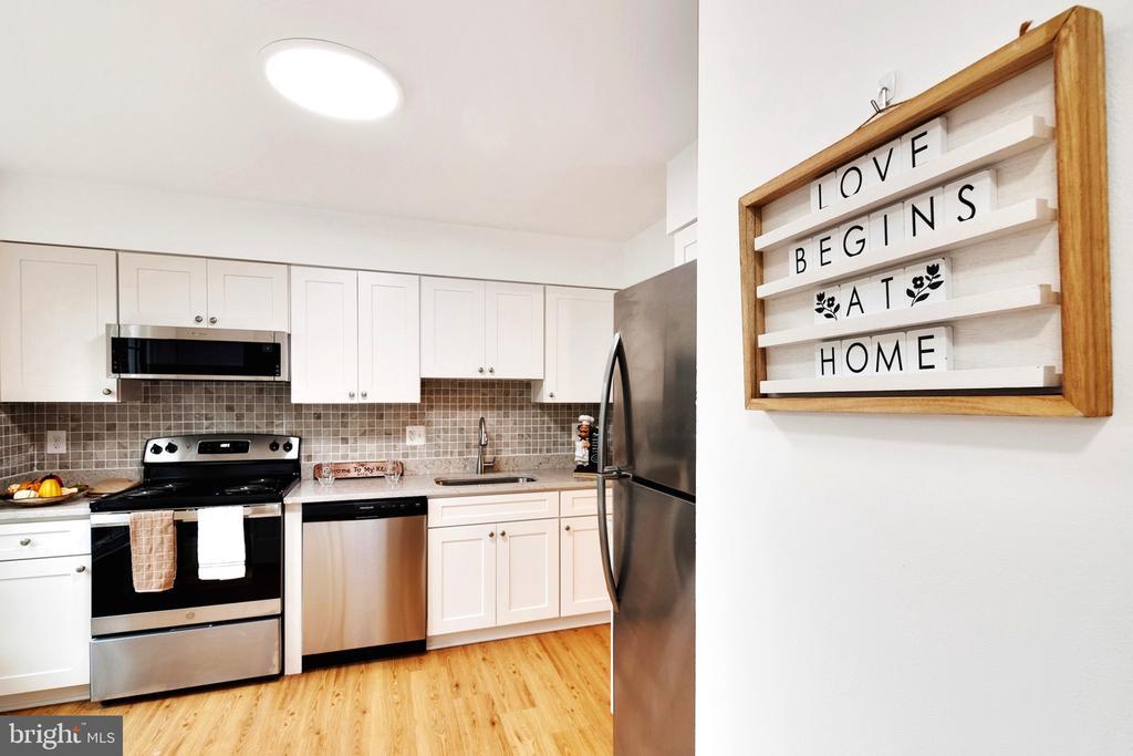 Kitchen - New Cabinets - 6304 TEAKWOOD CT, BURKE