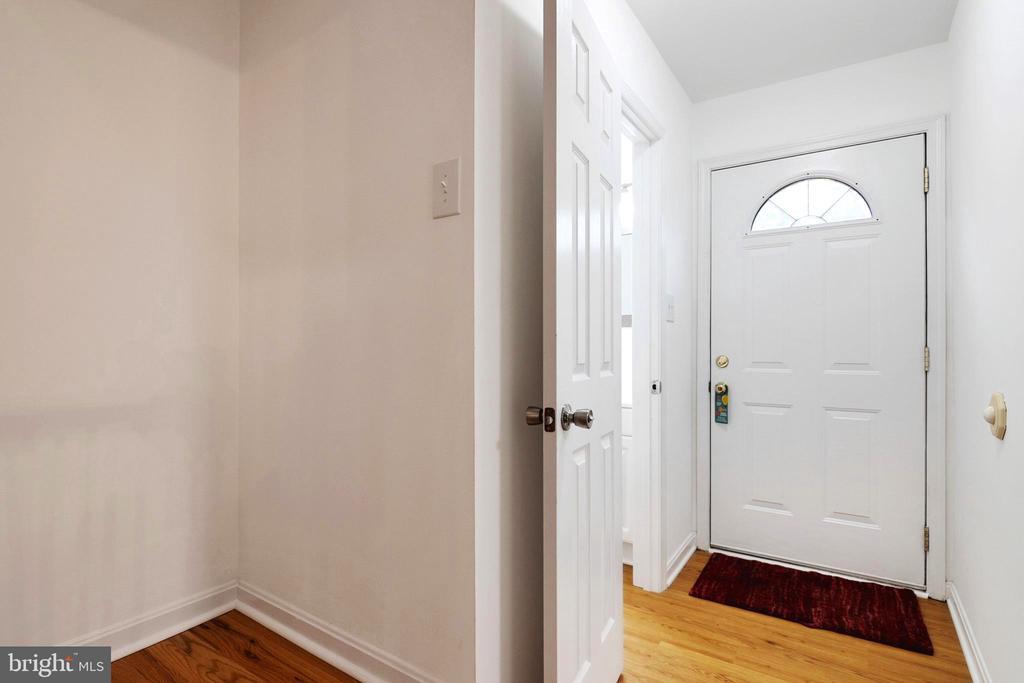Foyer - 6304 TEAKWOOD CT, BURKE