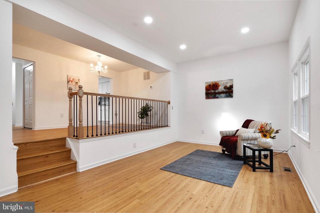 Spacious Living Room - 6304 TEAKWOOD CT, BURKE