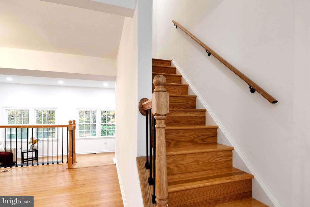 New Hardwood Stairs� - 6304 TEAKWOOD CT, BURKE